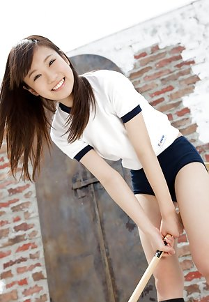 Japanese in Shorts Pics